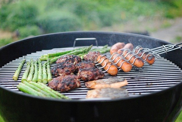 Make the Most of Summertime Meals With This Barbecue Safety Guidance