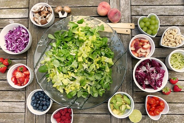 Dietary Tips to Help You Eat Healthy This Summer