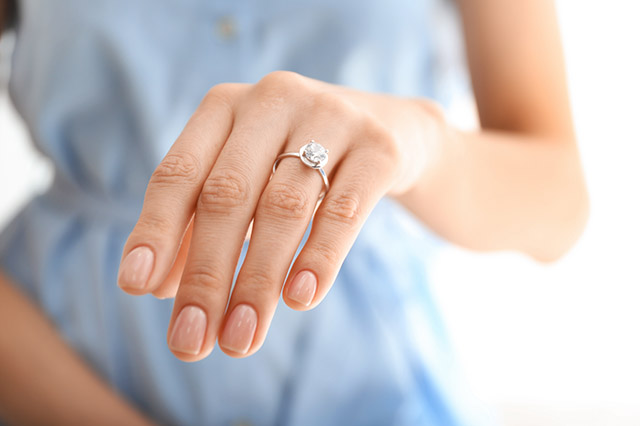 Engagement Rings: How to figure out your ring size