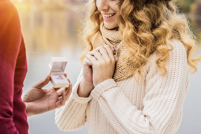 Engagement Rings vs Wedding Rings – What's the difference?