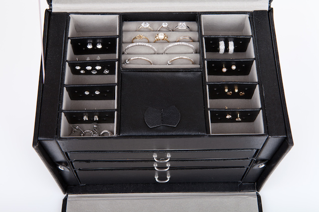 Tips and inspiration for storing your jewellery collection